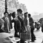 Robert Doisneau. Icônes | Le baiser de l'hôtel de ville, Paris 1950 Photographies © Atelier Robert Doisneau