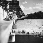 Robert Doisneau. Icônes | Le plongeur du Pont  d'Iena, Paris 1945 HD Photographies © Atelier Robert Doisneau