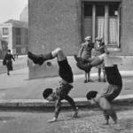 Robert Doisneau. Icônes | Les frères, rue du Docteur Lecène, 1934 Photographies© Atelier Robert Doisneau