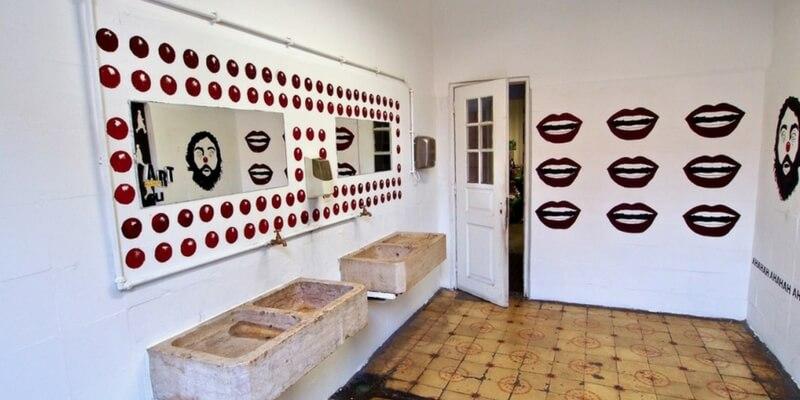 Lisbona, i bagni pubblici diventano opere d'arte