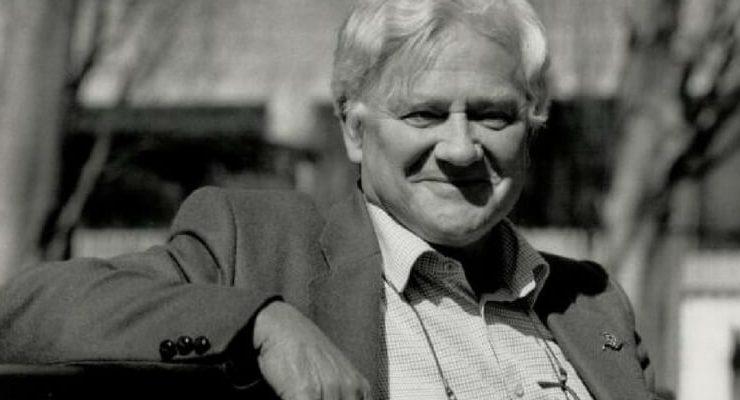 """Richard Adams è morto oggi all'età di 96 anni. Lo ha confermato sua figlia alla """"BBC News"""". Lo scrittore britannico è autore de """"La collina dei conigli"""""""