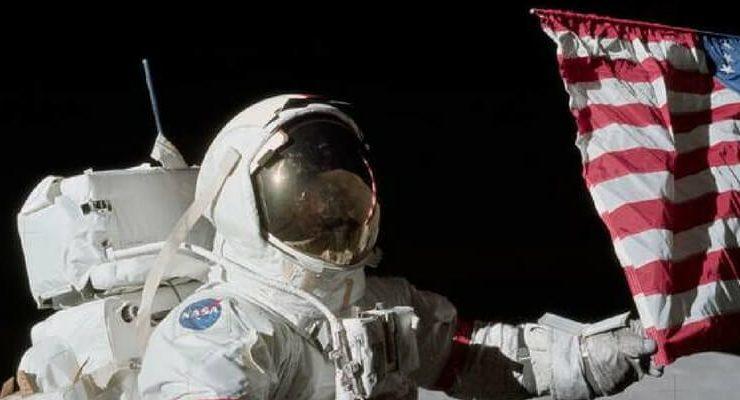 Addio a Gene Cernan, l'ultimo uomo a camminare sulla luna