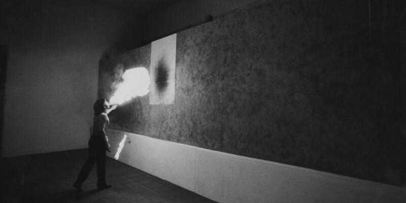 """""""Versus"""", cento anni di storia dell'arte raccontati attraverso fotografie e disegni"""