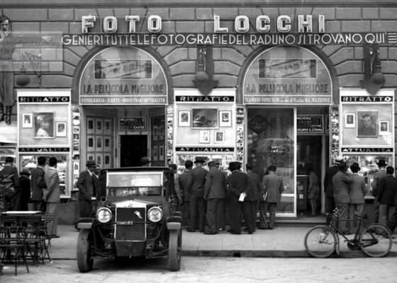 Foto Locchi Atelier in Piazza della Repubblica in 1936. Foto Locchi /©Archivio Foto Locchi