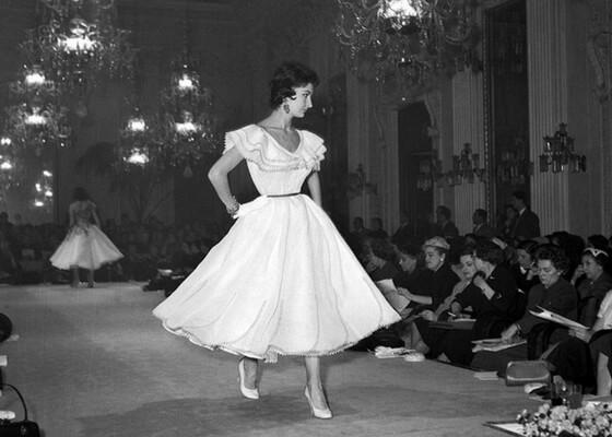 27 Gennaio 1955. Cocktail dresses at a Sala Bianca show. Foto Locchi /©Archivio Foto Locchi
