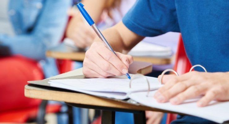 Gli studenti scrivono male in italiano? Colpa delle Scuole e del Governo