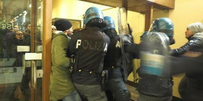 Bologna, la biblioteca universitaria da luogo di cultura a luogo di violenza