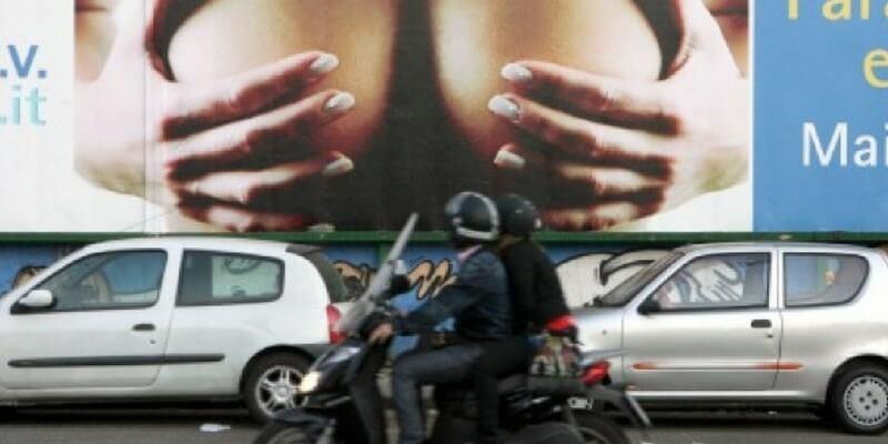 Stop ai messaggi sessisti nelle pubblicità, la decisione di Imola