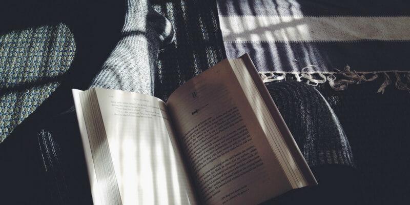 Ecco perché leggere storie di finzione ci rende persone migliori