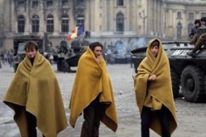 Bucarest 1989 Piazza della Repubblica, il 24 dicembre, dopo una notte di combattimenti.