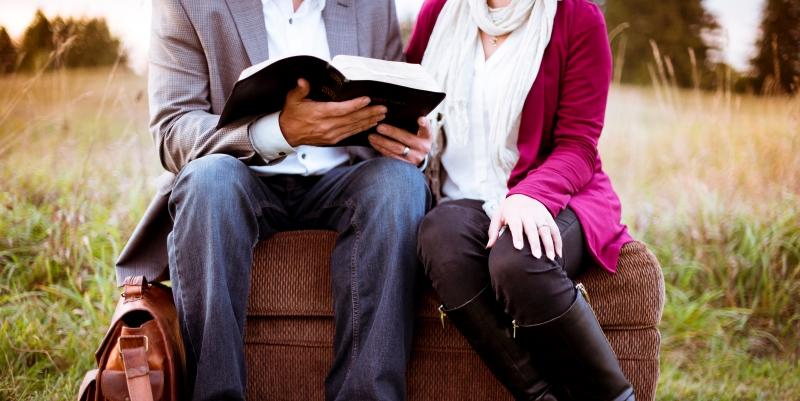 Ecco perché leggere aiuta a consolidare le relazioni tra persone