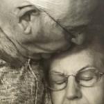 Dopo 69 anni di matrimonio, muoiono mano nella mano a 40 minuti di distanza