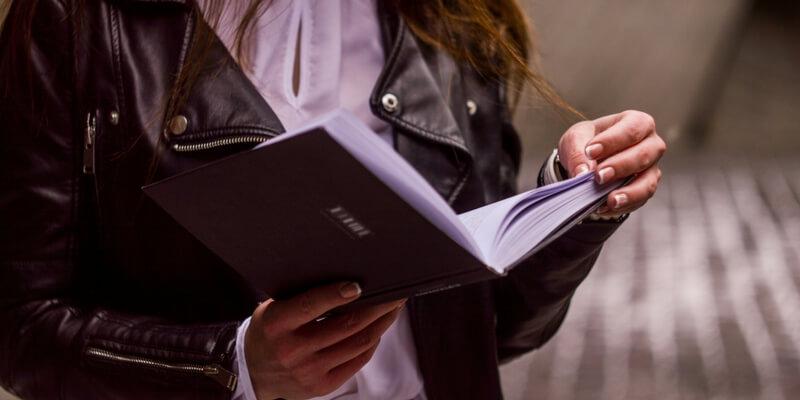 Il fascino della lettura, leggere rende più attraenti