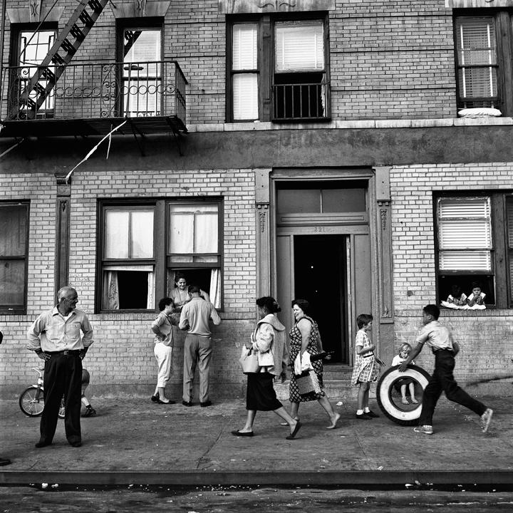 © Vivian Maier/Maloof Collection, Courtesy Howard Greenberg Gallery, New York.Vivian Maier - New York, 28 settembre 1959.