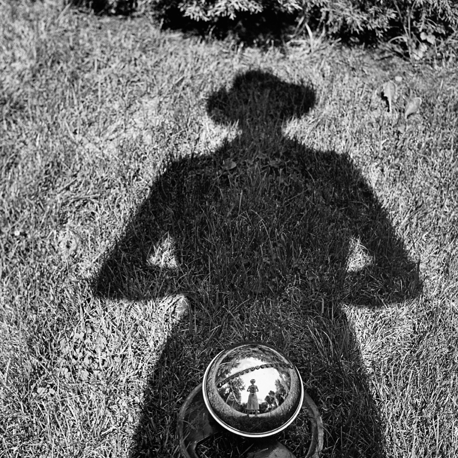 © Vivian Maier/Maloof Collection, Courtesy Howard Greenberg Gallery, New York.Vivian Maier - Autoritratto