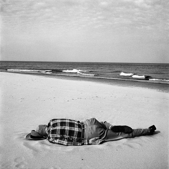 Vivian Maier - Chicago, 22 agosto 1956 © Vivian Maier/Maloof Collection, Courtesy Howard Greenberg Gallery, New York.