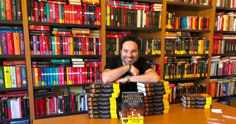 Come scrivere un thriller di successo, i consigli di Marcello Simoni