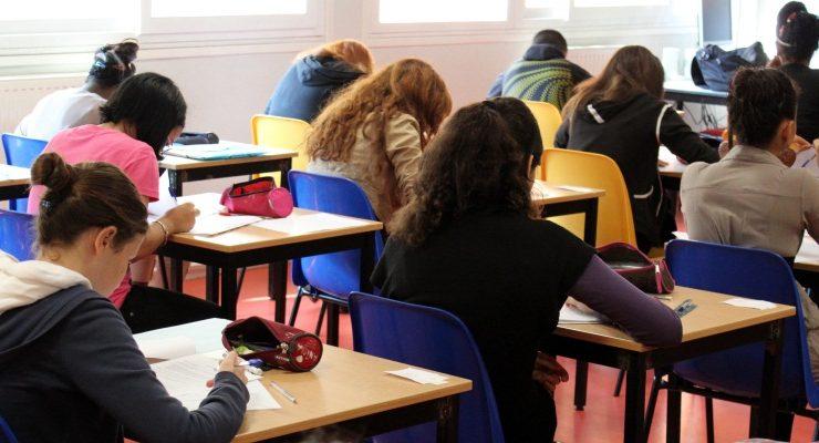 Francia, basta compiti a casa. Ora si faranno a scuola