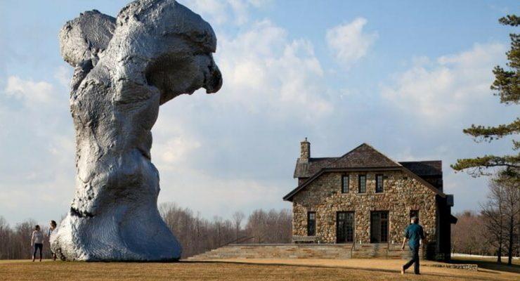 """La scultura di Urs Fischer in mostra all'evento """"In Florence"""""""
