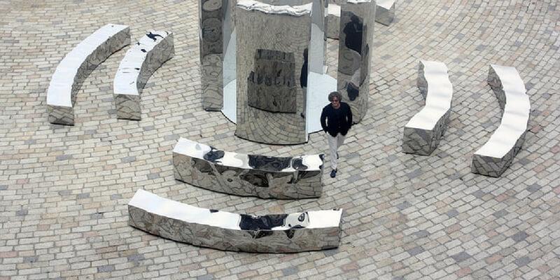A Firenze la mostra di Helidon Xhixha, l'artista che vuole modellare la luce