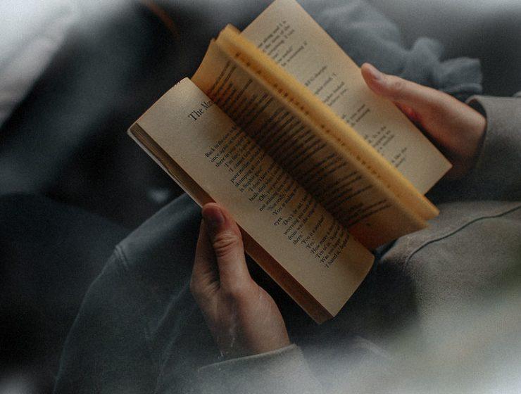 Giornata mondiale della lentezza, i 7 vantaggi di leggere lentamente