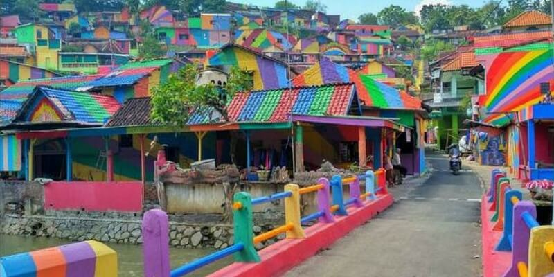 Il villaggio indonesiano trasformato in opera d'arte