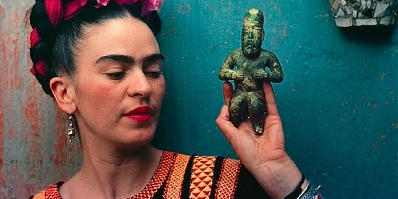 In mostra a Londra gli inimitabili abiti di Frida Kahlo