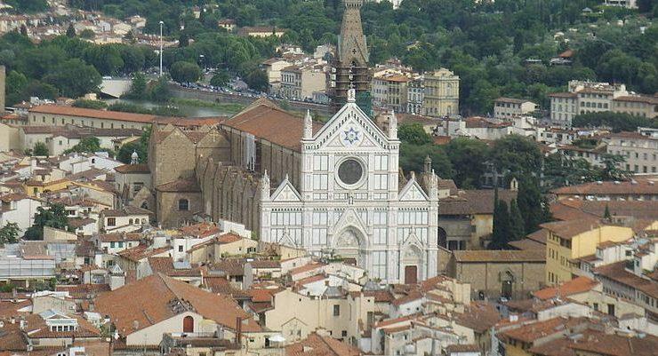 Firenze, crolla una pietra della basilica di Santa Croce. Un morto