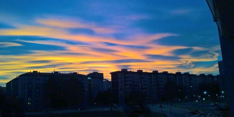 """""""Nubi lenticolari"""", il cielo che ha stregato l'Italia intera"""