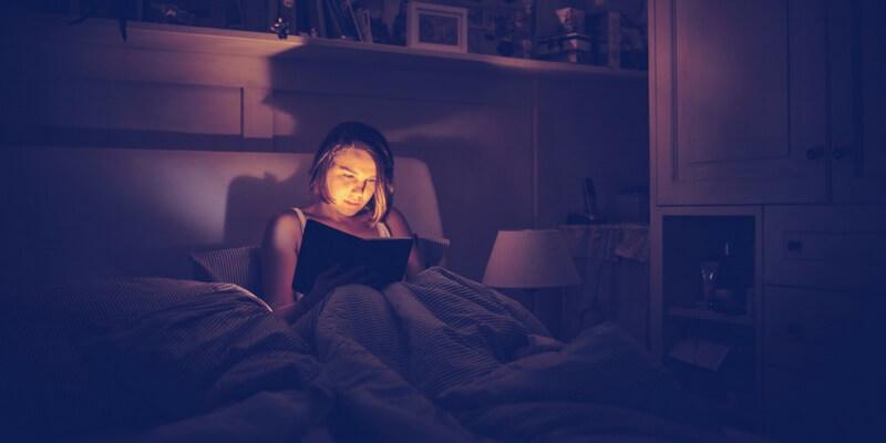I 5 benefici della lettura prima di addormentarsi