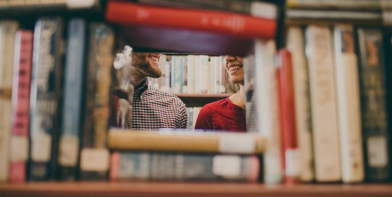 Giornata Mondiale del Sorriso, ecco 6 libri che vi faranno morire dal ridere