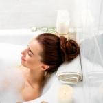 Il piacere della lettura durante un bagno caldo