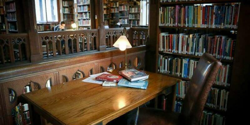 Gladstone Library, la libreria in cui si può dormire tra i libri
