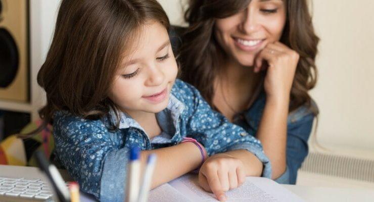 Sempre meno genitori leggono ad alta voce con i loro bambini