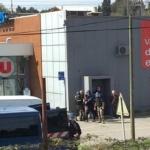 Francia, ostaggi in supermercato: due morti
