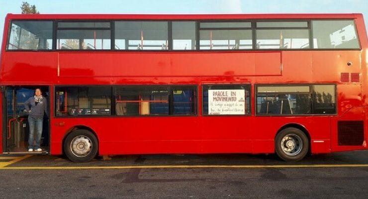Dennis, il primo bus londinese trasformato in una libreria
