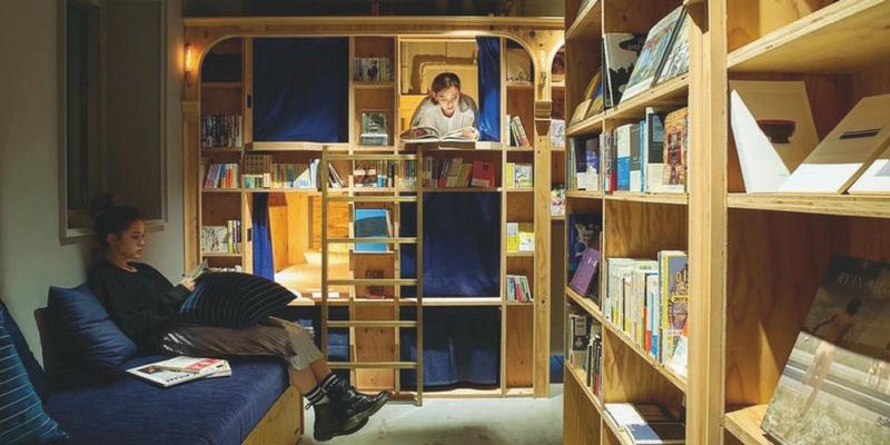 """""""Book & Bed"""", la libreria dei sogni nella nuova Mondadori di Napoli"""