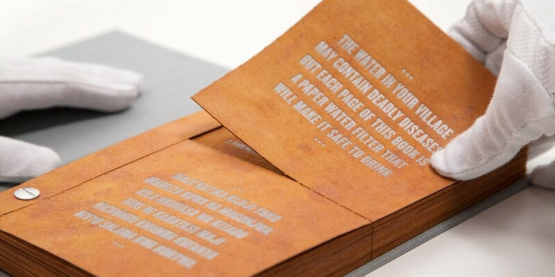 The Drinkable Book, il libro che purifica l'acqua