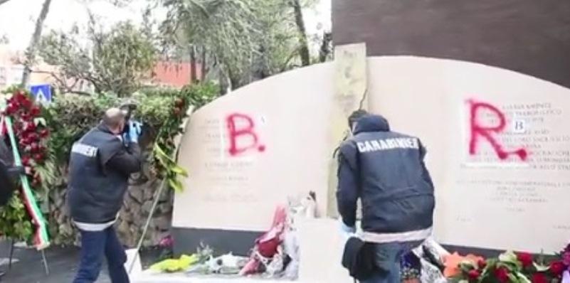 Aldo Moro, imbrattato il monumento in memoria della scorta