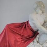 Statua coperta e quadro tolto, nuovo caso di censura artistica