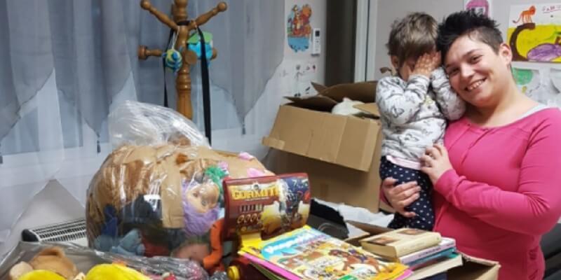 Un pediatra regala ai bambini libri per incentivarli a leggere