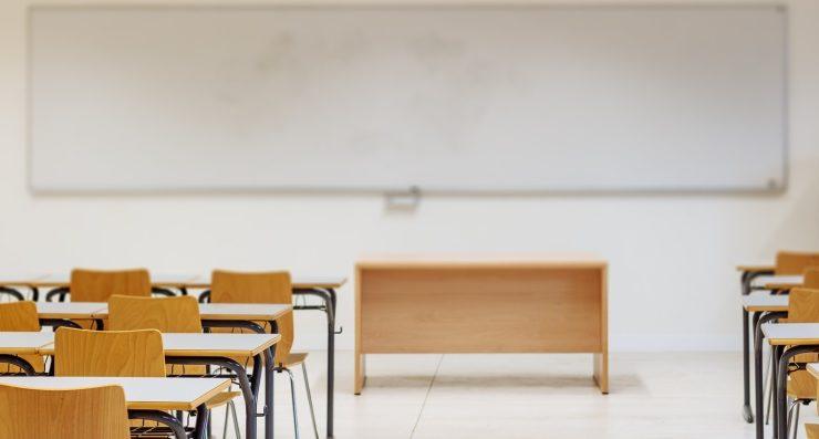 Monetine contro l'insegnante. Nuovo caso di bullismo