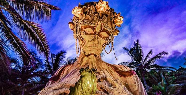 """""""Vieni alla luce"""", la scultura dell'artista Daniel Popper simbolo di accoglienza"""