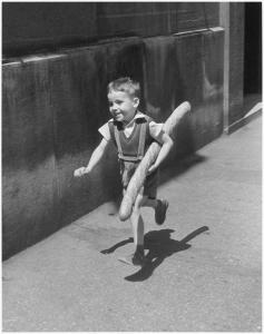 Willy Ronis, Le Petit Parisien, 1952, Ministère de la Culture / Médiathèque de l'architecture et du patrimoine /Dist RMN-GP © Donation Willy Ronis