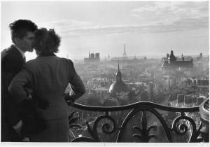 Willy Ronis Les Amoureux de la Bastille Paris 1957