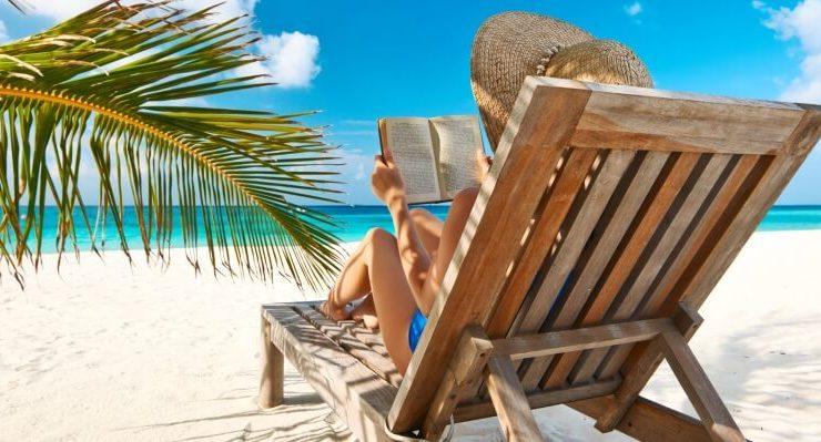 Le biblioteche in spiaggia, per leggere sotto l'ombrellone