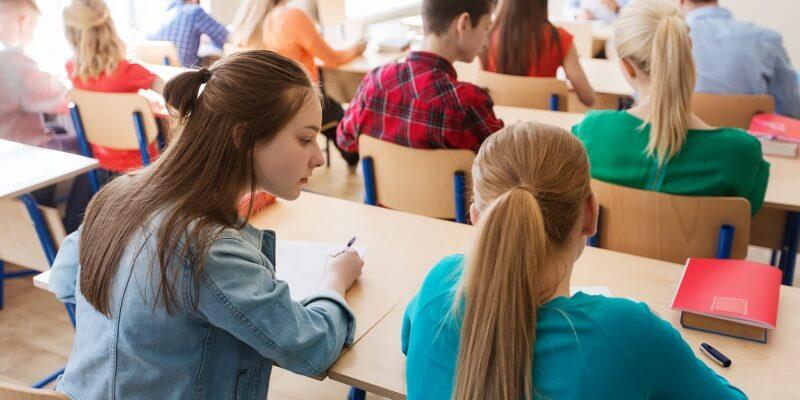 Compiti delle vacanze, quasi la metà degli studenti li copierà all'ultimo