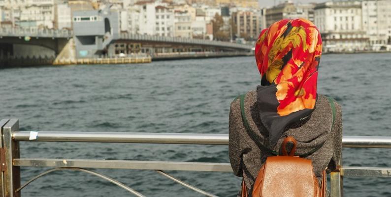 Il foulard rosso - Racconto di Ottavia Bettelli