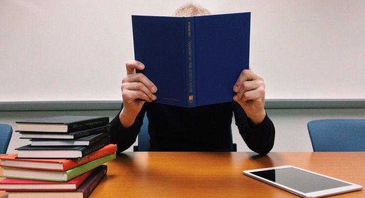 Perché il rilancio della lettura deve partire dalla scuola