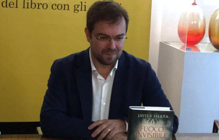 """Javier Sierra, """"Nel mio 'Fuoco Invisibile' racconto la vera leggenda del santo Graal"""""""